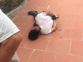 Người đàn ông lạ mặt bị trói chặt vì sàm sỡ bé gái 14 tuổi
