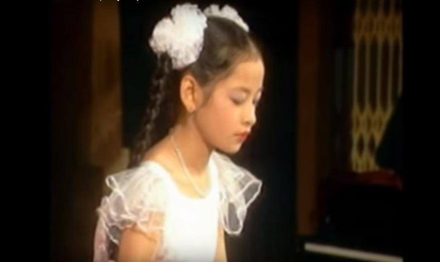 Clip SIÊU ĐỘC: Xem Chi Pu chơi đàn cực điêu luyện năm 10 tuổi, đố ai còn dám chê cô nàng tông điếc-1