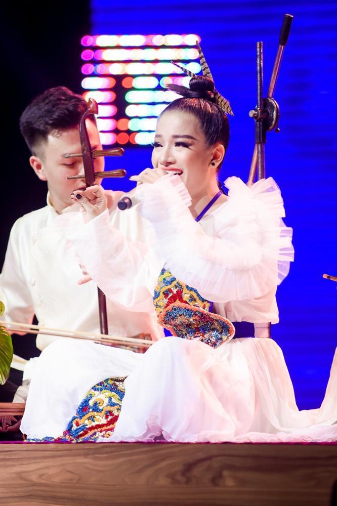 Không như lời đồn, giọng ca từng bị chê hát thiếu nam tính mới là người giành Quán Quân Giọng Hát Việt 2019-10