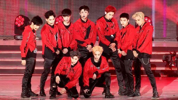 Suho ngượng ngùng vì lỡ spoil thông tin về album mới sắp ra mắt của EXO ngay trên sân khấu concert-1