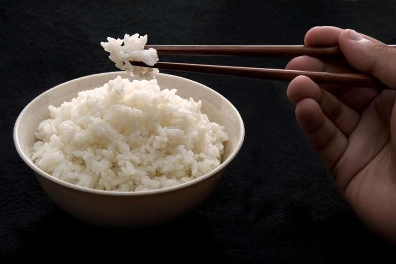 Sai lầm khi ăn cơm gây hại nghiêm trọng cho sức khỏe, không phải ai cũng biết-1
