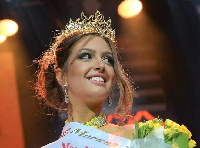 Nhan sắc quyến rũ của hoa hậu người Nga vừa ly hôn cựu vương Malaysia-2