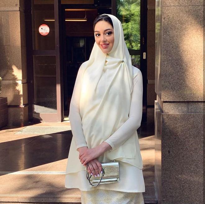Nhan sắc quyến rũ của hoa hậu người Nga vừa ly hôn cựu vương Malaysia-4