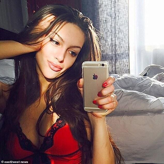 Nhan sắc quyến rũ của hoa hậu người Nga vừa ly hôn cựu vương Malaysia-5