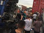 Nóng: Đứng xem hiện trường tai nạn, ít nhất 6 người bị ô tô tải lật đè tử vong ở Hải Dương