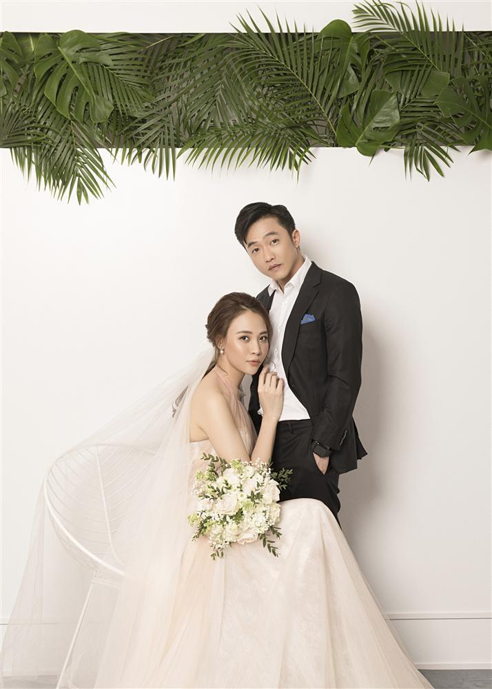 Đàm Thu Trang như người khổng lồ trong ảnh cưới với Cường Đô La: Bí kíp nào cho cặp đôi cột đèn - máy nước trở nên hài hòa?-2