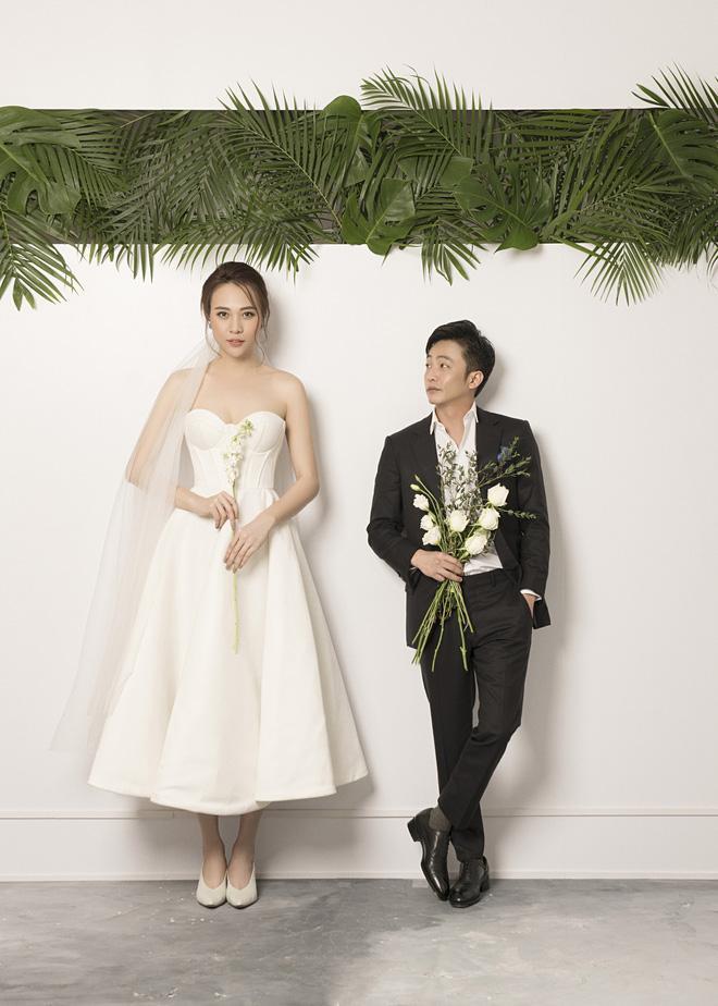 Đàm Thu Trang như người khổng lồ trong ảnh cưới với Cường Đô La: Bí kíp nào cho cặp đôi cột đèn - máy nước trở nên hài hòa?-4