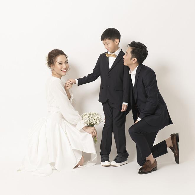 Đàm Thu Trang như người khổng lồ trong ảnh cưới với Cường Đô La: Bí kíp nào cho cặp đôi cột đèn - máy nước trở nên hài hòa?-8