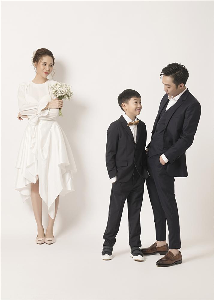 Đàm Thu Trang như người khổng lồ trong ảnh cưới với Cường Đô La: Bí kíp nào cho cặp đôi cột đèn - máy nước trở nên hài hòa?-9