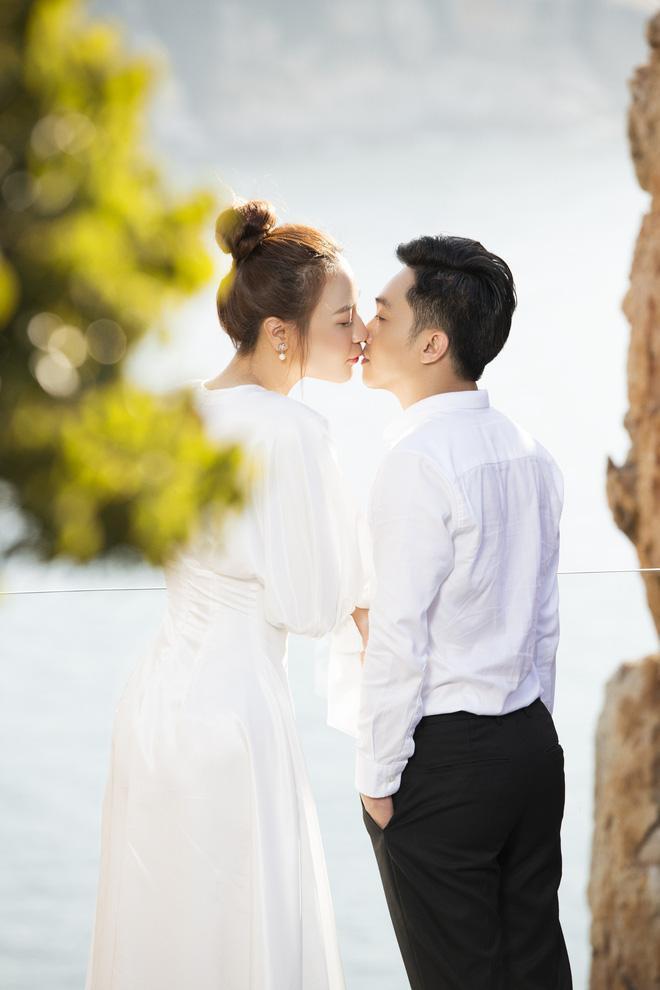 Đàm Thu Trang như người khổng lồ trong ảnh cưới với Cường Đô La: Bí kíp nào cho cặp đôi cột đèn - máy nước trở nên hài hòa?-13