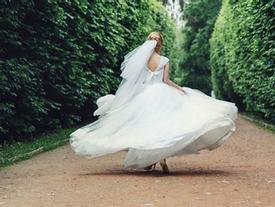 Cô dâu 14 tuổi bỏ trốn ngay trong đám cưới gây xôn xao