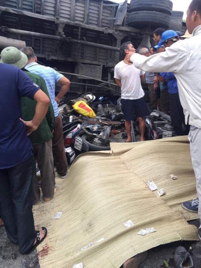 Hiện trường ám ảnh, không dám nhìn vụ đứng xem tai nạn khiến ít nhất 6 người tử vong tại Hải Dương-13