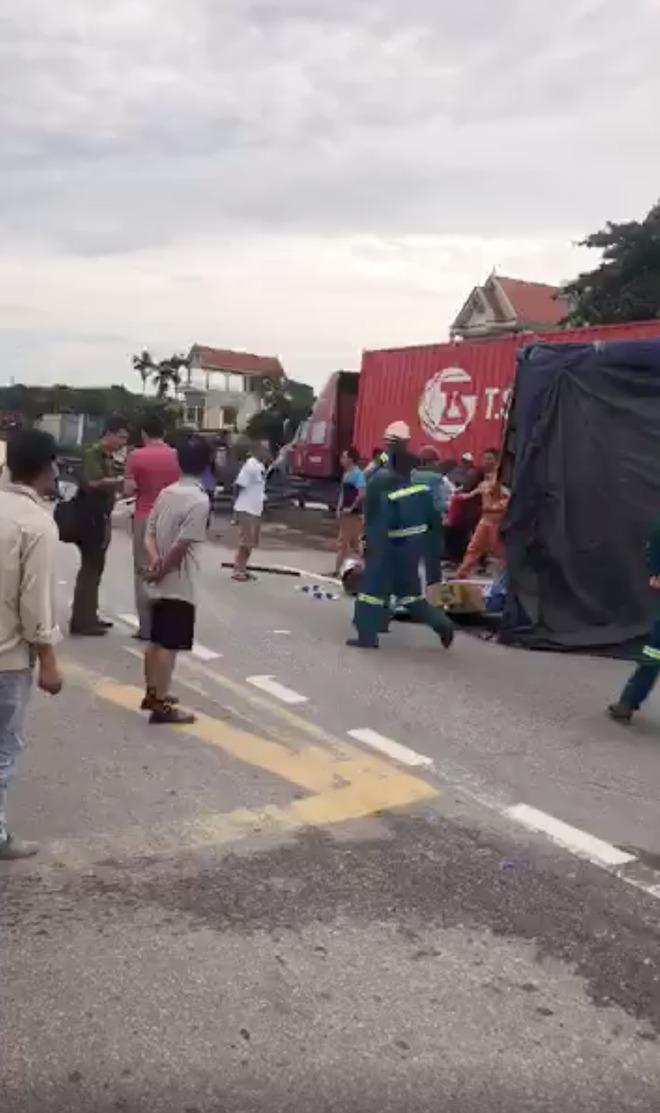 Hiện trường ám ảnh, không dám nhìn vụ đứng xem tai nạn khiến ít nhất 6 người tử vong tại Hải Dương-10