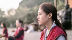 Lên chùa tu hành, nữ sinh Ninh Bình gây bão mạng vì quá xinh đẹp, ảnh đời thực còn choáng váng hơn