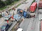Camera hành trình ghi lại cảnh xe tải đâm vào đoàn người đang chờ sang đường chứ không phải đứng xem tai nạn