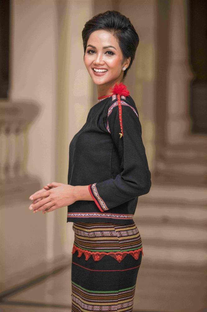 GIẬT MÌNH: Một dàn người đẹp Tây Nguyên rủ nhau thi Hoa hậu Hoàn vũ Việt Nam 2019 sau thành công của HHen Niê-1