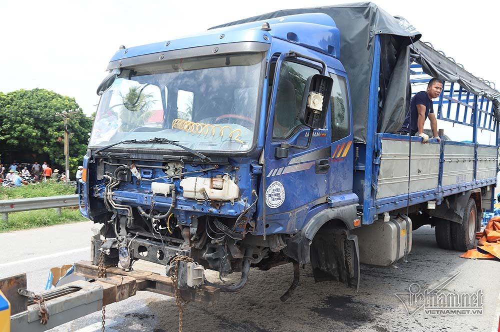 Nhân chứng kể lại tai nạn ám ảnh ở Hải Dương: Rùng mình khi bánh xe tải đè lên mặt 3 người-4