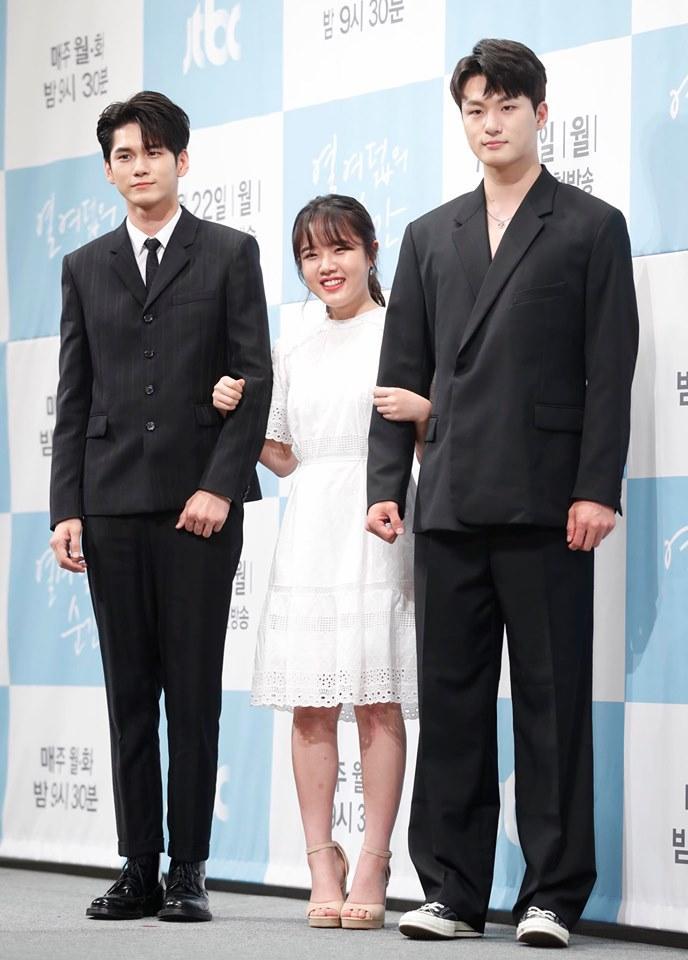 Em gái mưa Kim So Hyun khoe ảnh mới xinh tươi sau tai nạn phim trường-3