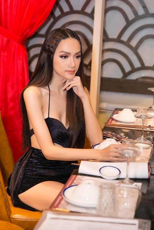 Diện bikini siêu gợi cảm đi biển, Hương Giang để lộ khuyết điểm sắc vóc muốn che cũng không được-11