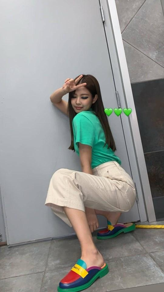 Muốn ảnh được triệu like, học ngay cách tạo dáng vừa ngầu vừa đáng yêu như BLACKPINK Jennie-2