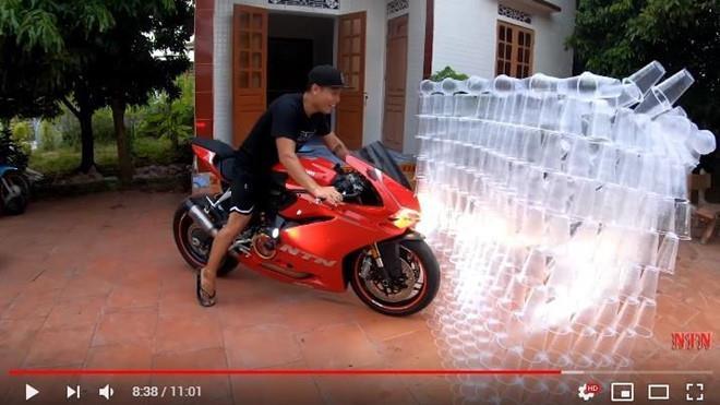NTN làm thử thách với nhựa vẫn chưa là gì so với loạt kênh YouTube này-1