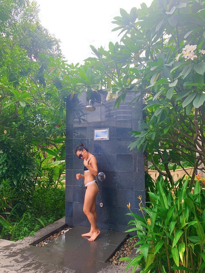 Danh xưng Thánh bikini Vbiz gọi tên ca sĩ Phương Linh: về quê mà mang đến 35 kg đồ bơi 2 mảnh-7