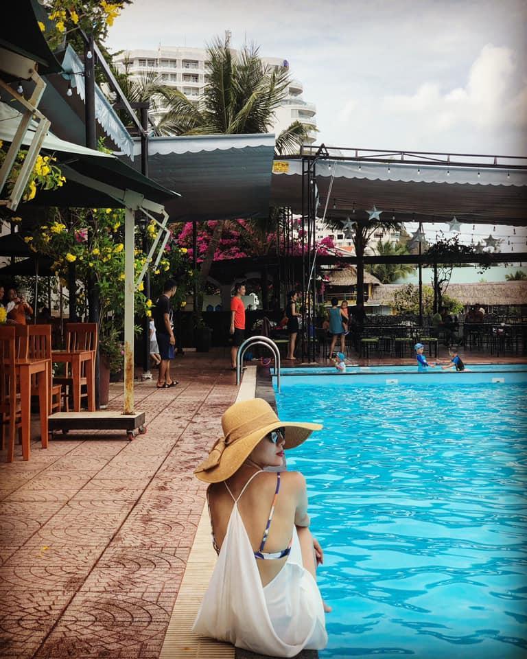 Danh xưng Thánh bikini Vbiz gọi tên ca sĩ Phương Linh: về quê mà mang đến 35 kg đồ bơi 2 mảnh-8