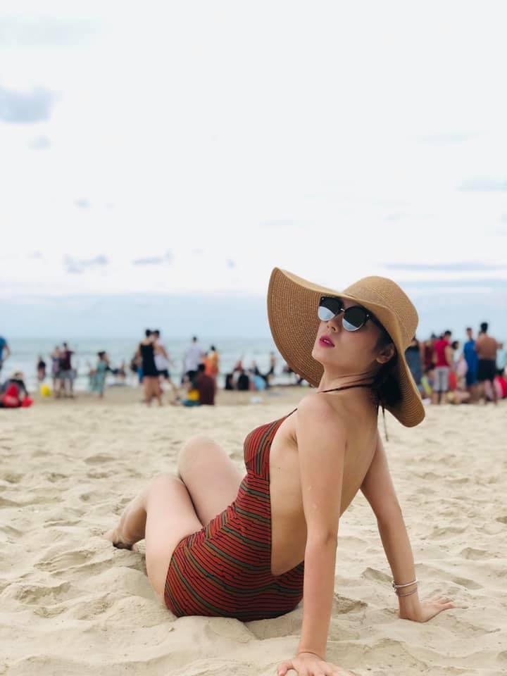 Danh xưng Thánh bikini Vbiz gọi tên ca sĩ Phương Linh: về quê mà mang đến 35 kg đồ bơi 2 mảnh-9