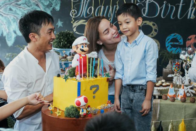 Đăng lại ảnh tiễn con trai về nhà dự hôn lễ Cường Đô La, Hồ Ngọc Hà gây sốt với status Thương Subeo-4