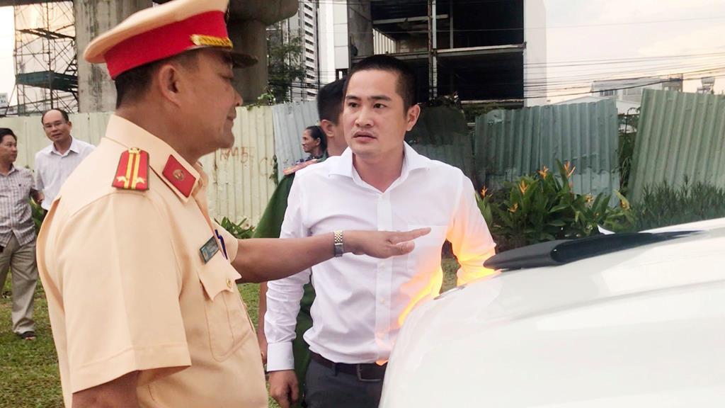 CSGT nói về việc cẩu xe Mercedes GLS giá 5 tỷ ở Sài Gòn-2