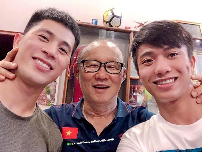 So độ đẹp trai với thầy Park, Phan Văn Đức bị fan đáp 'phũ phàng'-1