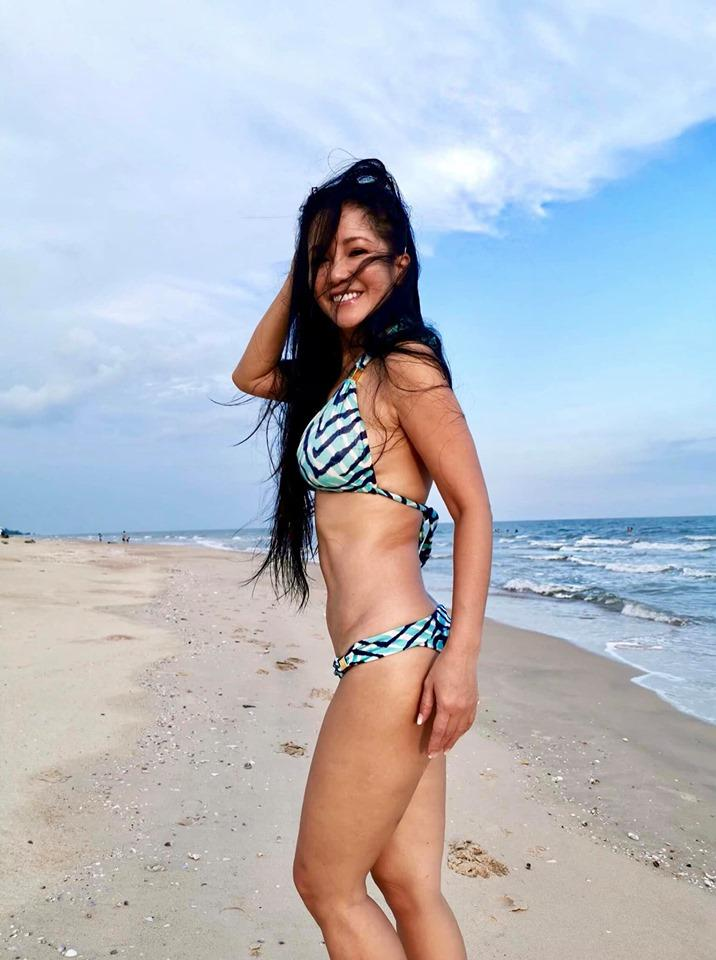 3 bông hồng showbiz Việt tuổi quá 50, có người đã lên chức bà mà diện bikini đẹp nức nở, gái chưa chồng còn xách dép-2