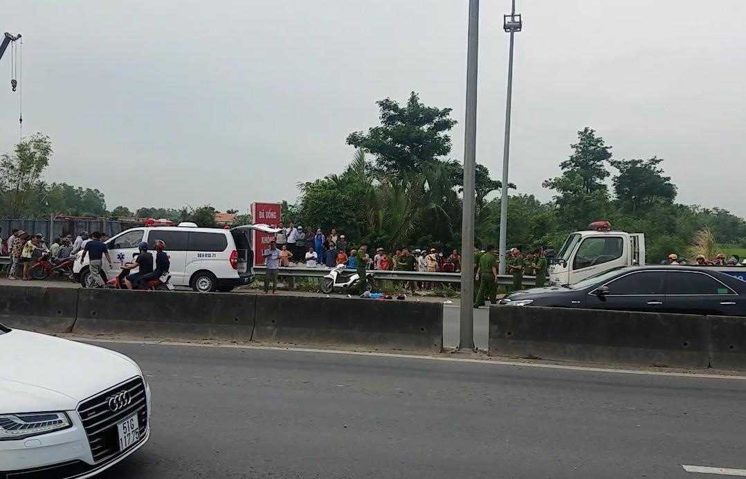 Nam thanh niên chặn xe, đâm chết bạn gái trên đường phố Sài Gòn-2