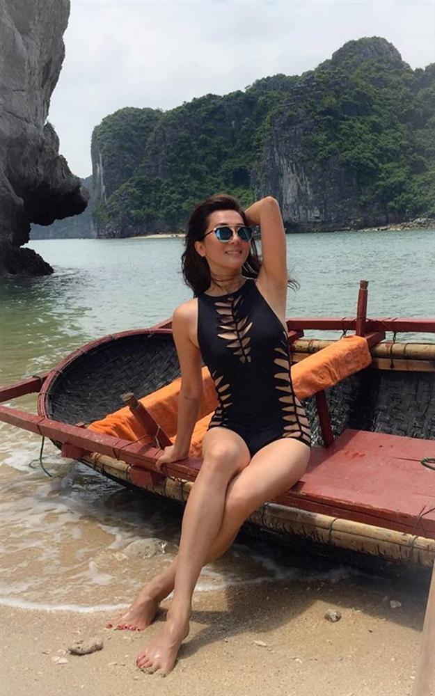 3 bông hồng showbiz Việt tuổi quá 50, có người đã lên chức bà mà diện bikini đẹp nức nở, gái chưa chồng còn xách dép-9