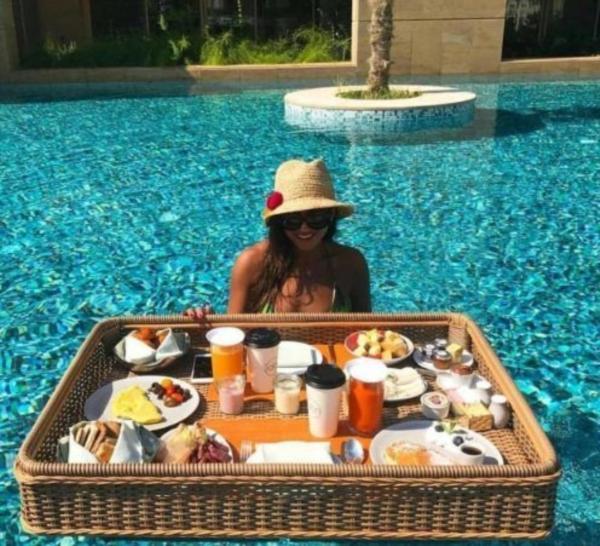 Hội con nhà giàu phô trương kỳ nghỉ xa xỉ: Đi chuyên cơ tới khu nghỉ dưỡng, tắm nắng trên du thuyền và hơn thế nữa-5