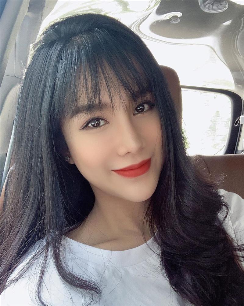Angela Phương Trinh bất ngờ đăng ảnh sexy sau thời gian dài trung thành với bộ đồ phật tử-3