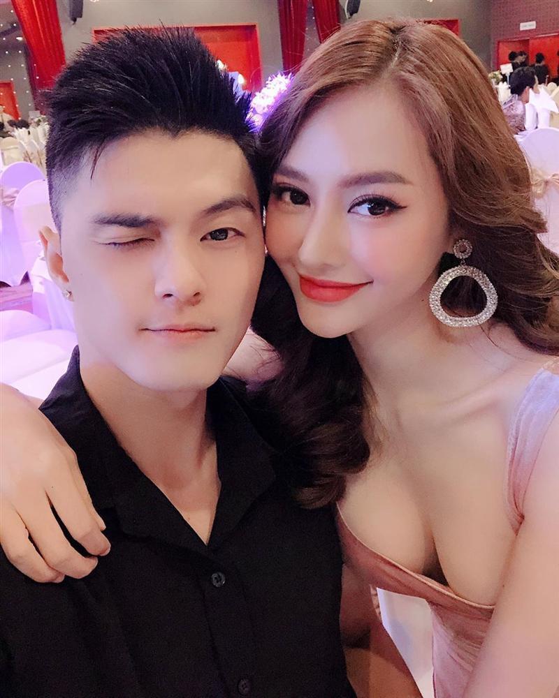 Angela Phương Trinh bất ngờ đăng ảnh sexy sau thời gian dài trung thành với bộ đồ phật tử-5