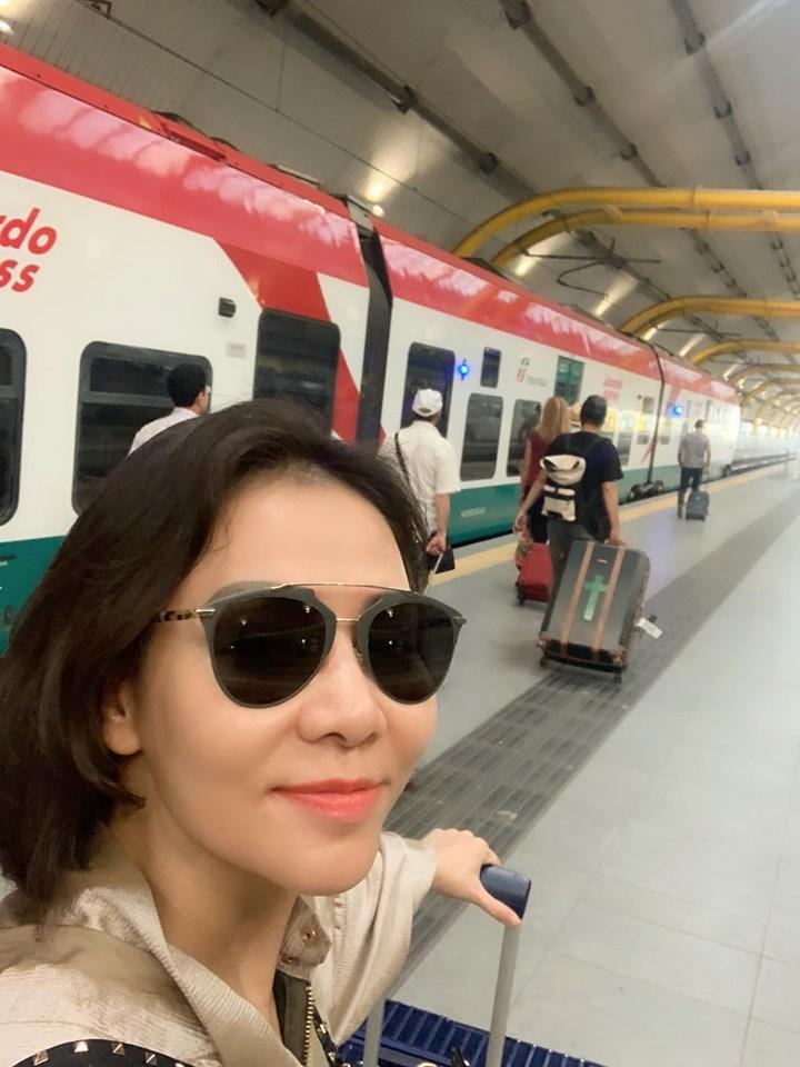 Angela Phương Trinh bất ngờ đăng ảnh sexy sau thời gian dài trung thành với bộ đồ phật tử-8