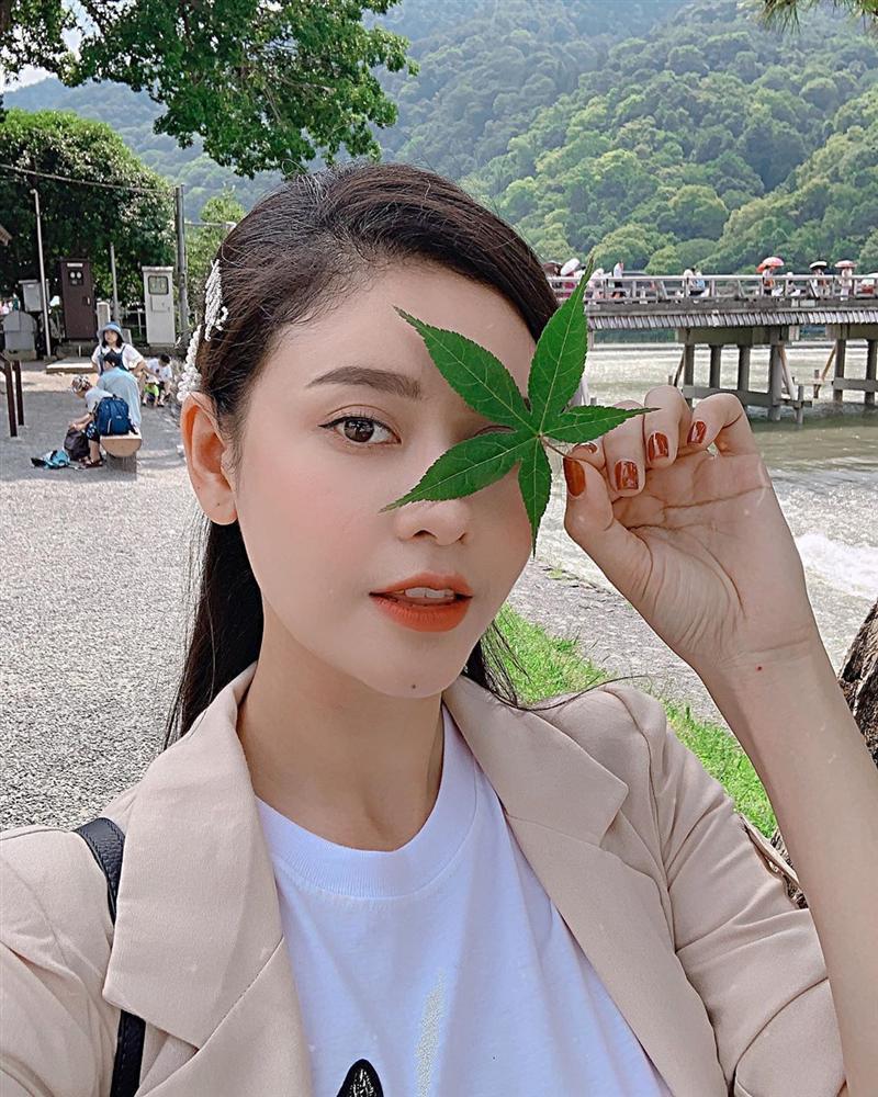 Angela Phương Trinh bất ngờ đăng ảnh sexy sau thời gian dài trung thành với bộ đồ phật tử-9