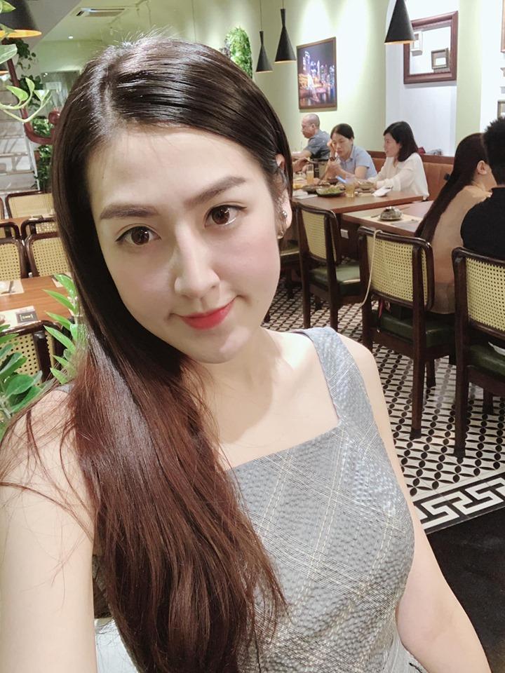 Angela Phương Trinh bất ngờ đăng ảnh sexy sau thời gian dài trung thành với bộ đồ phật tử-10