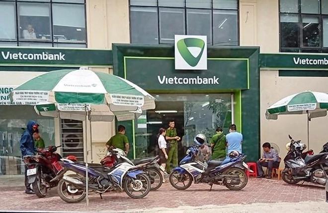 Súng nổ liên tiếp khi cướp xông vào ngân hàng Vietcombank ở Thanh Hóa-1