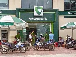 Súng nổ liên tiếp khi cướp xông vào ngân hàng Vietcombank ở Thanh Hóa