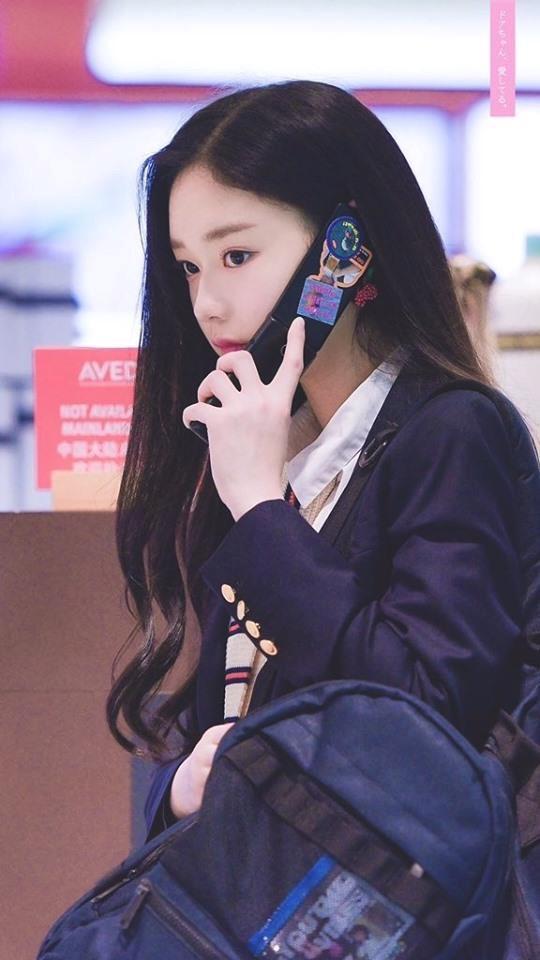 Thí sinh Produce 48 gây chú ý vì quá xinh đẹp trong loạt ảnh chụp lén-2
