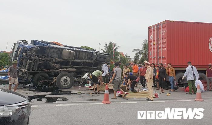Thượng tá CSGT phản bác suy luận xe CSGT đỗ giữa đường khiến xe tải đánh lái đè chết 5 người-3
