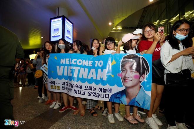 Ji Chang Wook cười vui vẻ, Super Junior kẹt giữa vòng vây của fan Việt-1