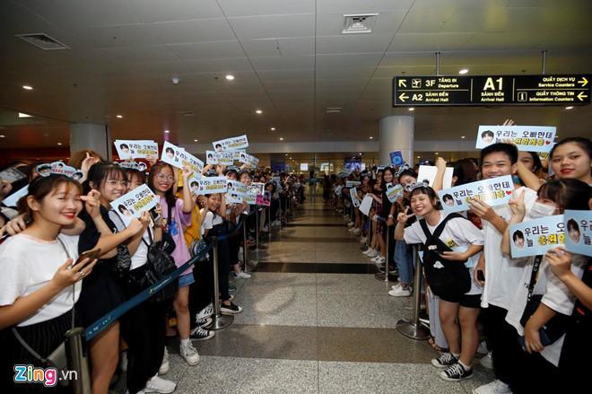 Ji Chang Wook cười vui vẻ, Super Junior kẹt giữa vòng vây của fan Việt-2