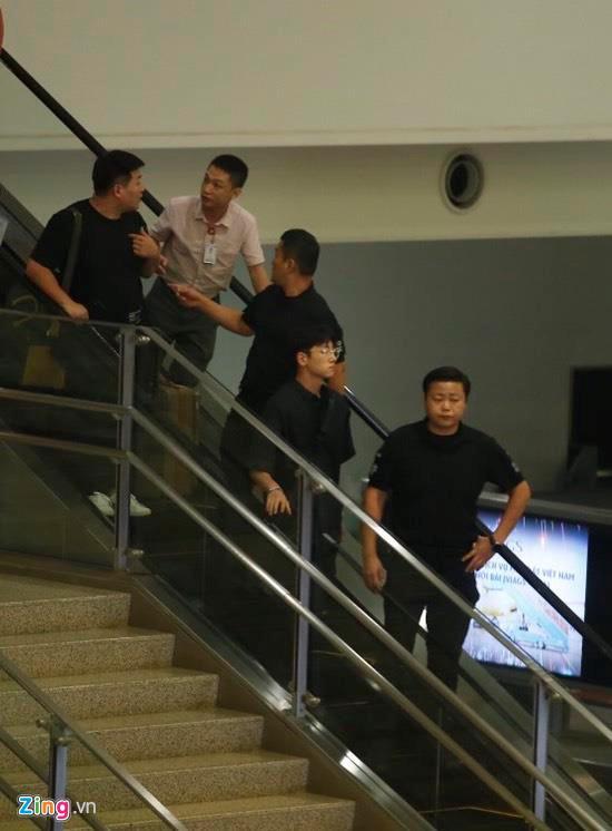 Ji Chang Wook cười vui vẻ, Super Junior kẹt giữa vòng vây của fan Việt-3