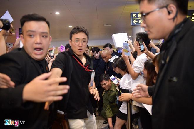 Ji Chang Wook cười vui vẻ, Super Junior kẹt giữa vòng vây của fan Việt-4