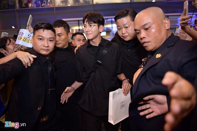 Ji Chang Wook cười vui vẻ, Super Junior kẹt giữa vòng vây của fan Việt-5