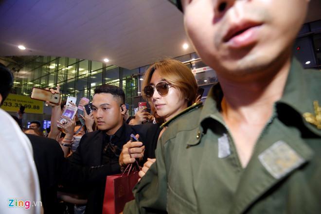Ji Chang Wook cười vui vẻ, Super Junior kẹt giữa vòng vây của fan Việt-7